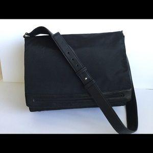 TUMI Unisex Messenger Bag Leather Black Ballistic